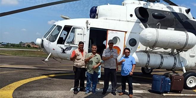 Kepala BPBD Provinsi Jambi Saat Menerima Helikopter Bantuan dari BNPB.