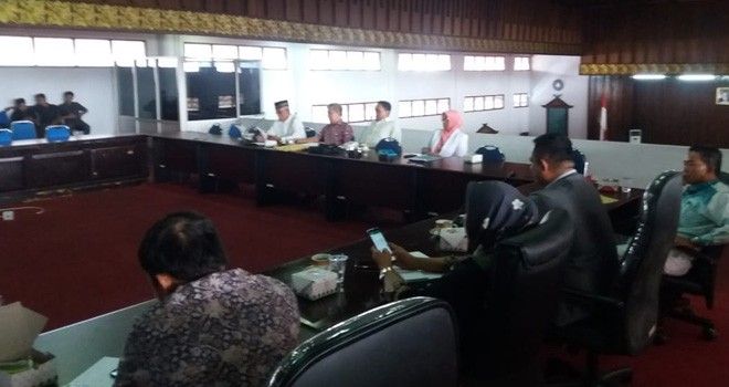 Hearing bersama Dewan, Pengawas RSUD, Dinas Kesehatan dan Persatuan Mahasiswa Bungo (PMB), Senin (5/8).