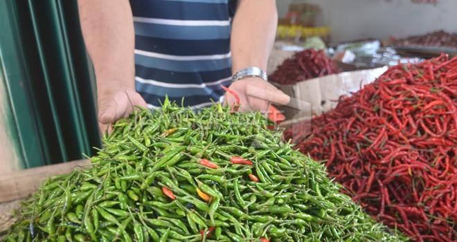 Harga cabai rawit di pasar tradisional dalam Kota Jambi mencapai Rp 100 ribu per kilogram. Foto : M Ridwan / Jambi Ekspres