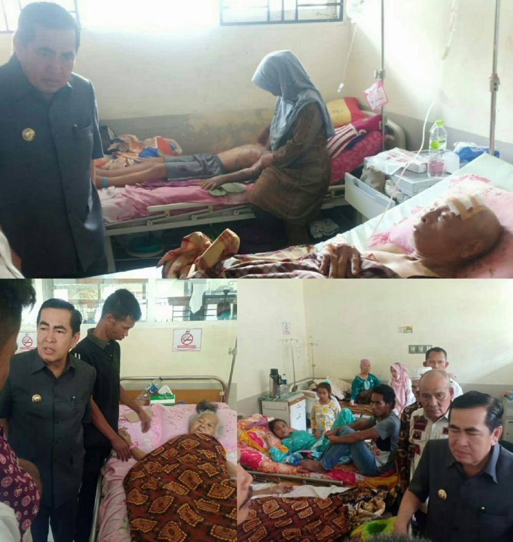 Wako Sungai  AJB saat membesuk Dua korban penyerangan babi hutan, Pada Rabu siang (14/8) .