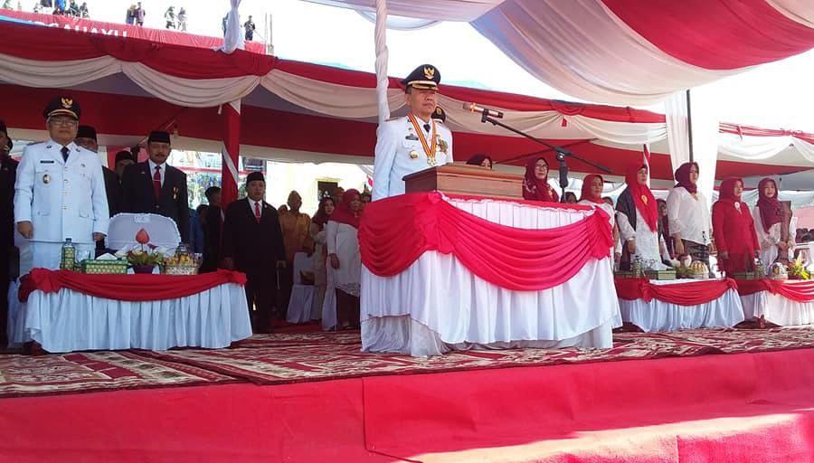 Bupati Kerinci, Adirozal, bertindak langsung sebagai inspektur upacara .