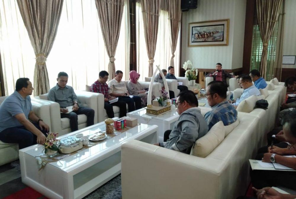 Rapat Koordinasi terkait kebijakan penanganan dampak kabut asap di Kota Jambi.
