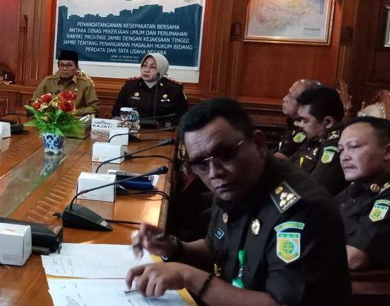 Kajati Jambi Andi Nurwinah Saat Menghadiri Acara di Kantor Gubernur Jambi.