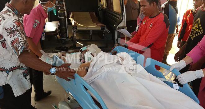 Korban saat dibawak ke RSUD Muara Bulian.