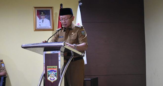 Bupati Sarolangun Drs. H. Cek Endra memberi kata sambutan.