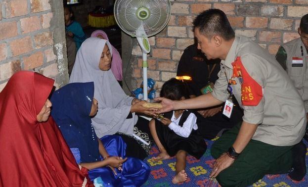 Istri almarhum Asmara, Rohmini saat mendapat kunjungan dari BNPB pusat beberapa waktu yang lalu.