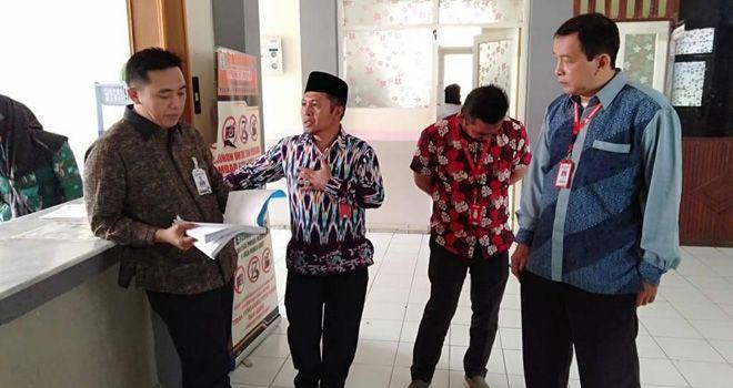 Kepala Ombudsman perwakilan Jambi saat sidak di RSU MHAT Kerinci.