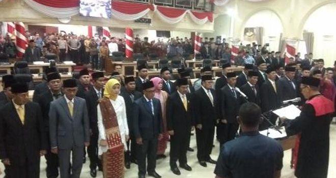 Pelantikan anggota DPRD Sarolangun, dipimpin Ketua PN Sarolangun, Jumat (30/8) lalu.