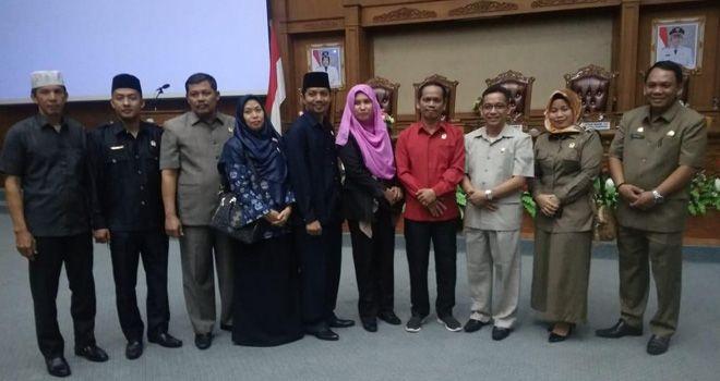 Sekretaris DPRD Muaro Jambi foto bersama dengan delapan fraksi di DPRD Muaro Jambi sudah terbentuk.