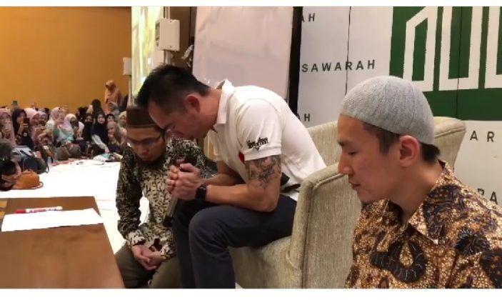 Kakak Kandung Ustad Felix Siauw Ucap Syahadat.