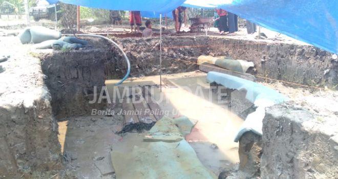 Ekskavasi situs Perahu Kuno di Desa Lambur I, Kecamatan Muarasabak Timur, Kabupaten Tanjung Jabung Timur (Tanjabtim) terus dilakukan. Kini ekskavasi sudah mencapai 80 persen.