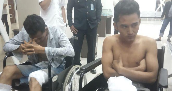 Berusaha melarikan diri saat akan ditangkap, dua orang pelaku pembuhuh Fikri terpaksa ditembak Polisi pada bagian kaki.