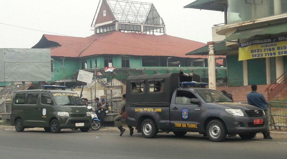 Tim Terpadu Tertibkan Pasar Talang Banjar.