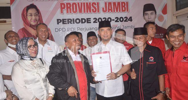 Walikota Jambi Sy Fasha, Jumat malam (20/9) mendatangi kantor DPD PDI Perjuangan Provinsi Jambi.