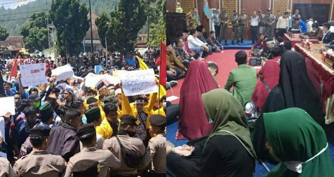 Aksi protes penolakan terhadap RKUHP yang dilakukan oleh Ribuan mahasiswa di Kabupaten Kerinci dan Kota Sungai Penuh, di gedung DPRD Kerinci.