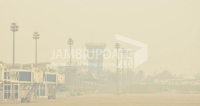 Kabut asap yang dikawasan bandara STS  Jambi beberapa waktu lalu.
