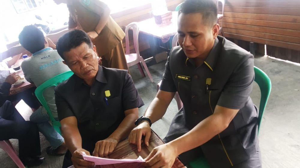 Anggota dari Fraksi Golkar yaitu Ketua Fraksi Suardi dan Sekretaris Mulyadi.