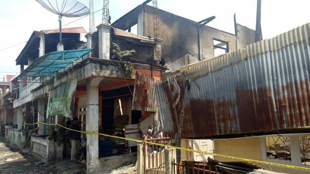 Puing puing sisa kebakaran yang terjadi di Kota Sungai Penuh.