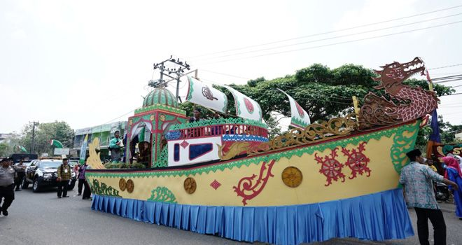 Pawai taaruf MTQ ke-50 tingkat Kota Jambi yang digelar di Kecamatan Alam Barajo (9/10).