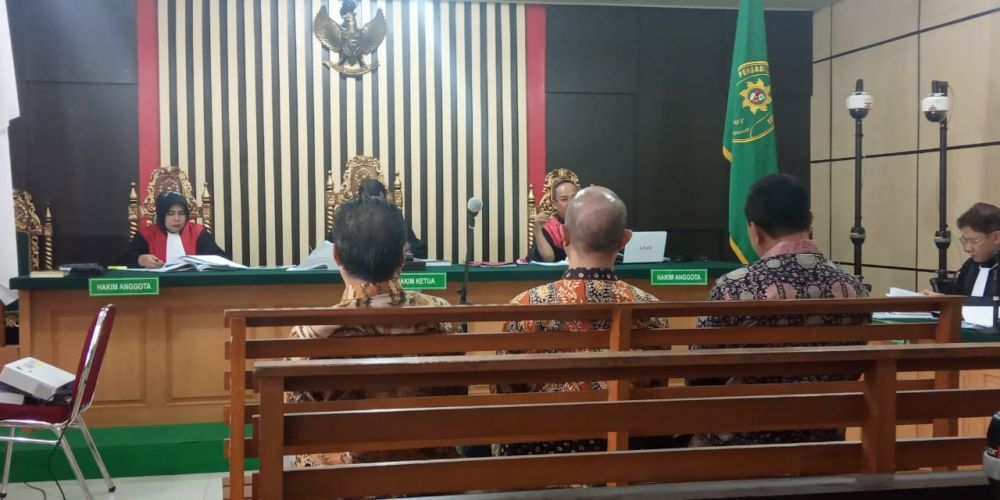 Mantan Pimpinan DPRD Provinsi Jambi saat menyampaikan kesaksian dalam persidangan uang ketok palu dengan terdakwa Joey Fandy Yoesman alias Asian di Pengadilan Tipikor Jambi Kamis (10/10).