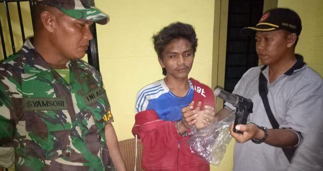 Pelaku penyekapan ABG 16 tahun diamankan oleh warga saat sedang terjebak macet di jalan raya Kasang Pudak pada Sabtu (12/10) sekitar 21.45 WIB.