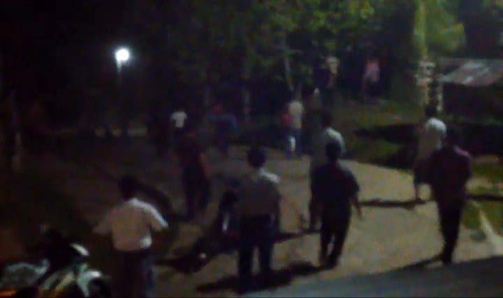 Dusun Lubuk Landai dan Tanah Periuk, Kecamatan Tanah Sepenggal Lintas bentrok, Selasa (15/10) malam.