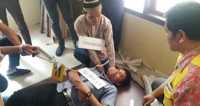 Rekontruksi Kasus Pembunuhan RM (16)   di Mapolres Bungo, Kamis (17/10).
