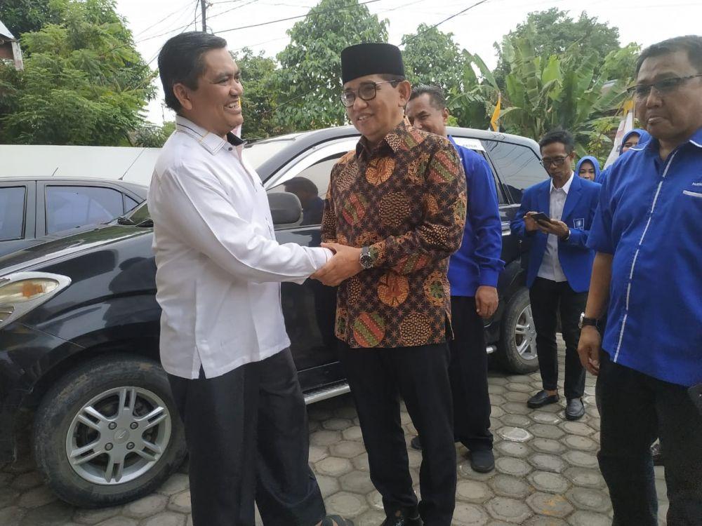H. Bakri dan jajaran pengurus partai disambut langsung Ketua DPW PKS Jambi Rudi Wijaya dan Sekretaris Supriyanto.