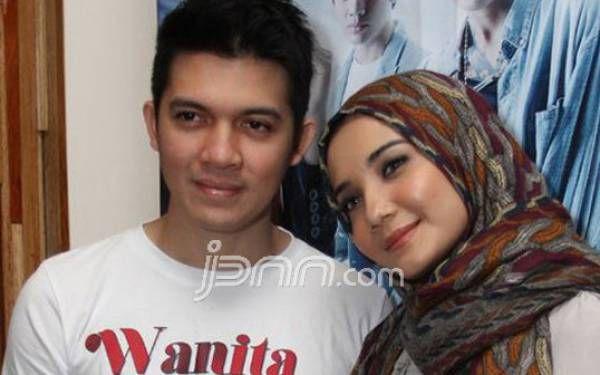 Aktris Zaskia Sungkarmencurahkan isi hati setelah sang suami, Irwansyah dilaporkan rekan bisnisnya terkait dugaan penggelapan dana.