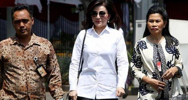 Bupati Minahasa Selatan, Christiany Eugenia Tetty Paruntu, gagal jadi calon menteri lantaran tak bertemu Presiden Jokowi di Istana Negara, Senin (21/10).