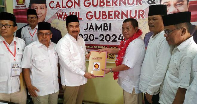 Kandidat calon Gubernur Jambi, Ramli Taha resmi mendaftar di partai Gerindra, Jum'at (1/11).