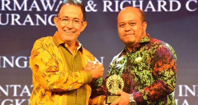Wabup Tanjabtim Terima Anugerah UI Award dari Rektor Universitas Indonesia.