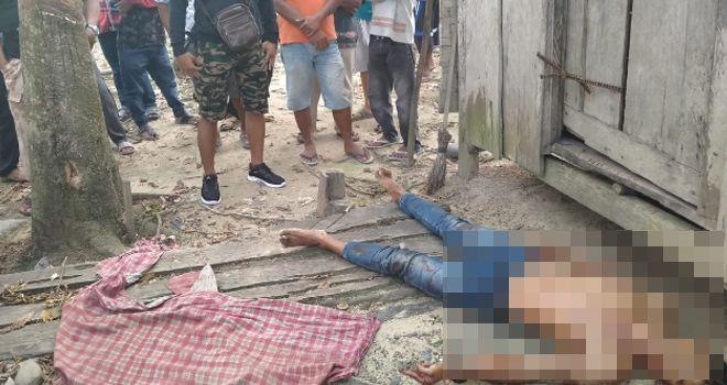 Irwansyah (24), warga RT 13, Desa Sungai Abang, Kecamatan VII Koto Kabupaten Tebo, tewas bersimbah darah dengan tubuh penuh luka tusuk.