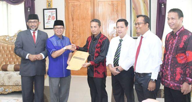 Penandatanganan NPHD ini sendiri dilakukan antara Ketua Bawaslu Provinsi Jambi dengan Gubernur Jambi Fachrori Umar.