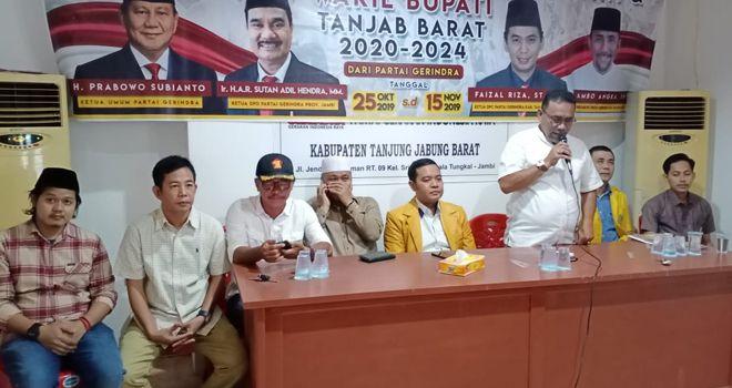 Ahmad Jafar bakal calon Bupati Kabupaten Tanjung Jabung Barat hari ini resmi melakukan pengembalian berkas pencalonan ke DPC partai Gerindra Kabupaten Tanjung Jabung Barat, Selasa 12/11 siang.