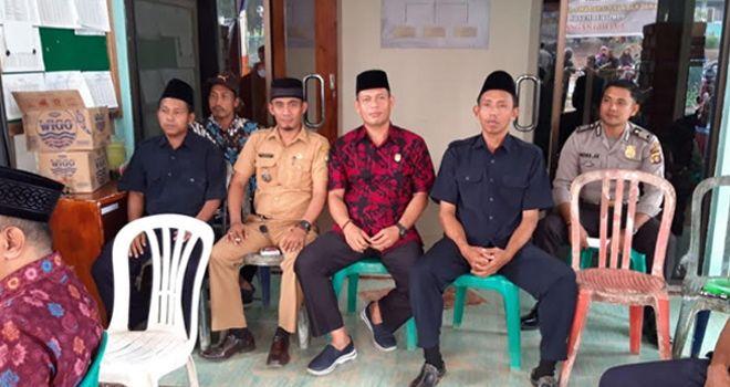 Waka I Agustian Mahir meninjau pelaksanaan Pilkades di Desa Mudung dan Desa Raman, Kecamatan Muaro Sebo. Di Desa Mudung Darat.