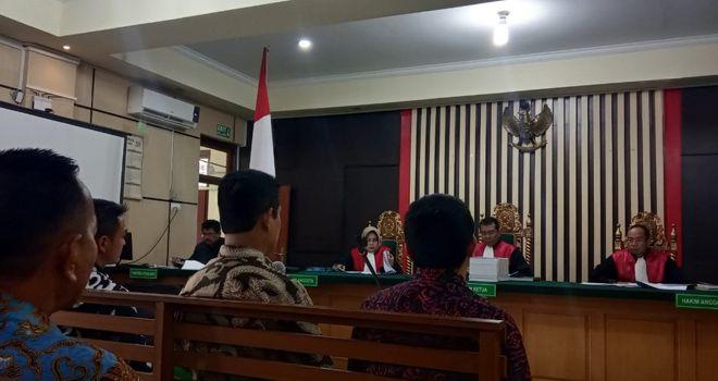 Dalam persidangan kasus suap uang ketok palu di PN Tipikor Jambi, Selasa (12/11), mantan Plt Sekda Provinsi Jambi Erwan Malik diminta kesaksiannya.