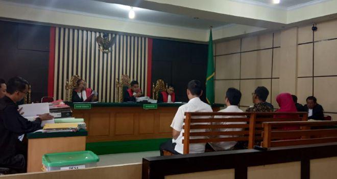 Terdakwa kasus dugaan korupsi pengadaan Alat Kesehatan (Alkes) di Puskesmas Kabupaten Bungo, Ratna Juwita menghadiri sidang di PN Tipikor Jambi dengan agenda mendengarkan saksi.