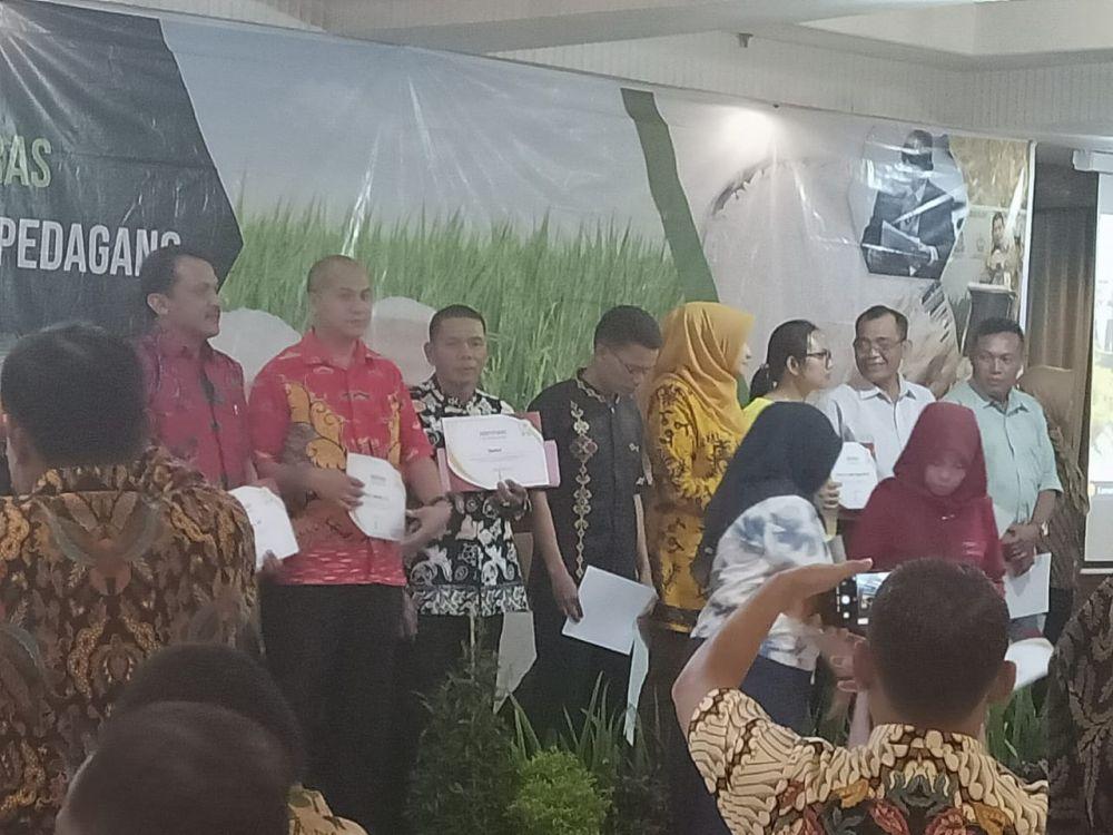 Penyerahan penghargaan  di Bogor.