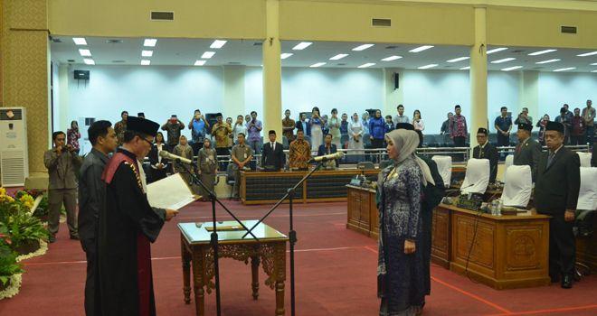 Pengambilan sumpah dan janji jabatan Wakil Ketua DPRD Kota Jambi dari Demokrat (15/11) kemarin.