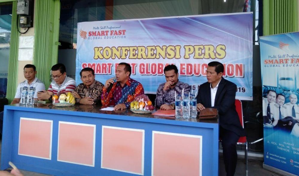 Jumpa pers, Jumat (15/11).