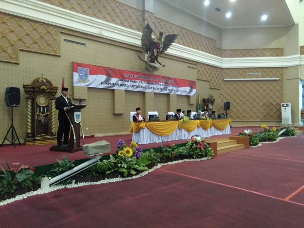 Pengambilan sumpah dan janji jabatan wakil ketua DPRD Kota Jambi dari Demokrat.