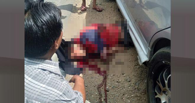 Akibat laka lantas Andi Rozali (22) tewas mengenaskan dengan kondisi tangan putus usus terburai setelah terseret sejauh 20 meter.