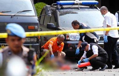 Polisi melakukan oleh TKP bom bunuh diri di Polrestabes Medan.