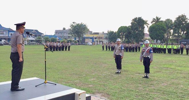 Wakapolresta Jambi memimpin upacara Pemberhentian Tidak Dengan Hormat (PTDH) terhadap dua orang anggota Polisi karena terlibat narkoba.