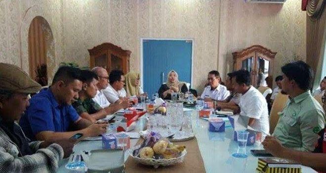 Bupati Muaro Jambi Hj. Masnah Busro SE saat mengumpulkan Stakeholder beberapa waktu lalu.