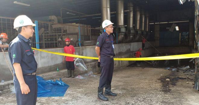 Gudang yang diperuntukkan karet siap ekspor tersebut masih tampak belum dibersihkan dan masih di garis police line oleh pihak kepolisian Polres Batanghari.