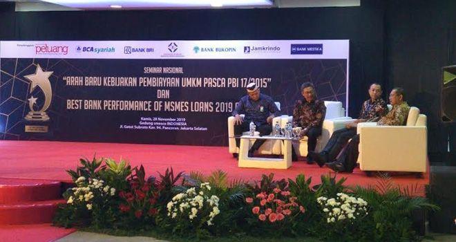Direktur Pengembangan Usaha LPDB-KUMKM Kemenkop dan UKM Iman Pribadi dalam Seminar Nasional Arah Pembiayaan UMKM Pasca PBl 17/2015 yang digelar Majalah Peluang di Jakarta, Kamis, (28/11).