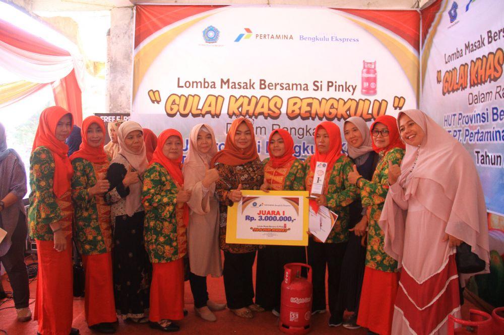 Lomba Masak Gulai Ikan Khas Bengkulu, Dharma Wanita Dinas TPHP Kembali Raih Juara.