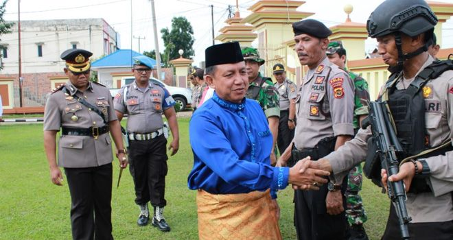 Kapolda Jambi Irjen Pol Drs Muchlis AS, MH Ambil Apel Sat Gas Illegal Drilling di Polres Batanghari.